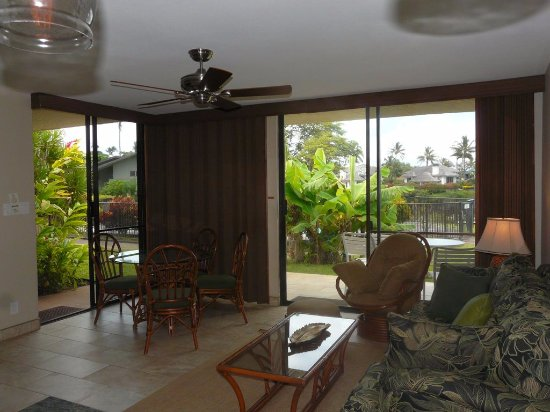 Napili Point Resort: Unit A-23  view dining room and livingroom