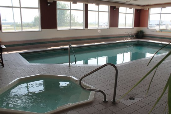 Strathmore, Canada: Pool & Hot Tub
