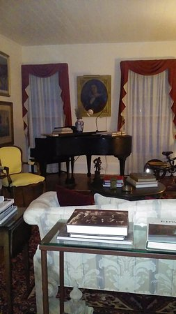 Hillsborough, NC: Gathering room with piano.