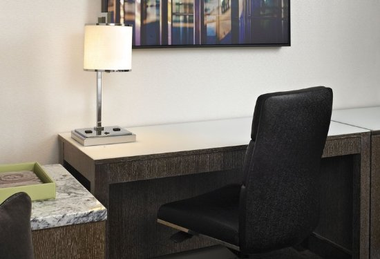 InterContinental Chicago Magnificent Mile: Grand Tower Room Workspace