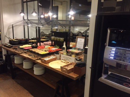 Hotel Granvia : Plentiful breakfast buffet; coffee always available
