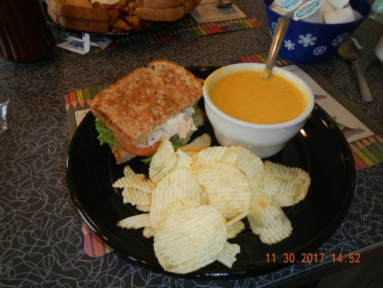 Windham, CT: Pumpkin bisque and tuna sandwich