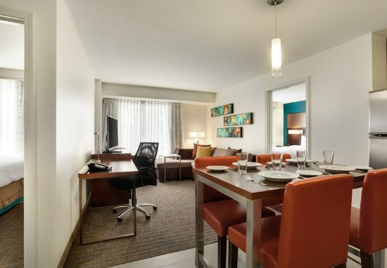 Kingston, نيويورك: Two-Bedroom Suite - Dining Area