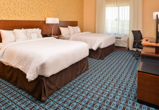 Saint Joseph, MO: Queen/Queen Guest Room