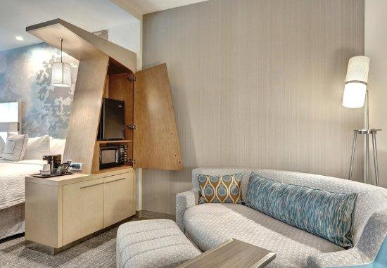 Deptford, Nueva Jersey: Extended Queen/Queen Guest Room - Living Area