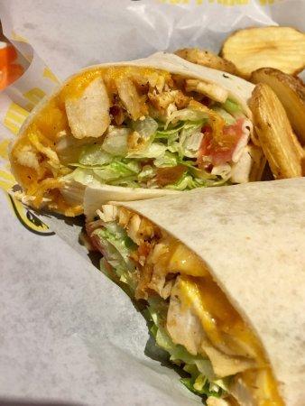 Mountain Home, AR: Chicken wrap - pretty tasty!