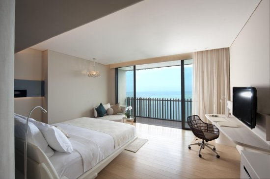 Hilton Pattaya: King Deluxe Seaview