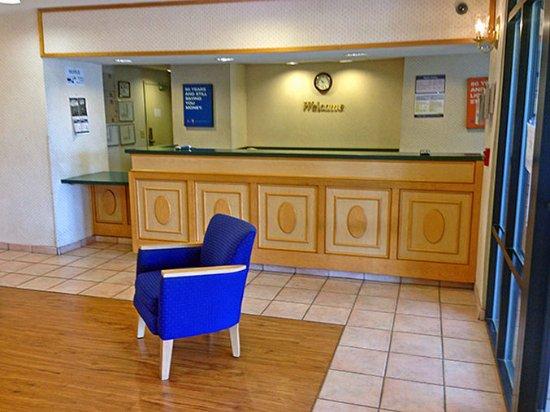 Motel 6 Rocky Mount: m6_4916_lobby.jpg
