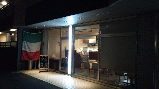 Kusatsu, Japon : 夜の店頭