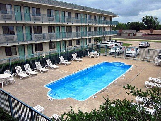 Motel 6 Dallas - Garland: MPool