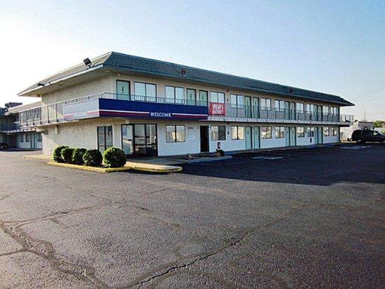 Motel 6 Joplin: MExterior