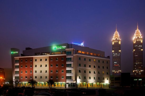 Holiday Inn Express Dubai-Internet City : Hotel Exterior