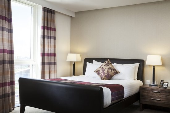 Staybridge Suites London-Stratford City: King Size Bed in all Suites