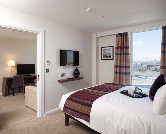 Staybridge Suites London-Stratford City: One Bedroom Suite Bedroom