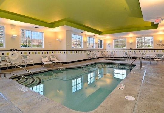 Fairfield Inn & Suites New Bedford: Indoor Pool & Spa