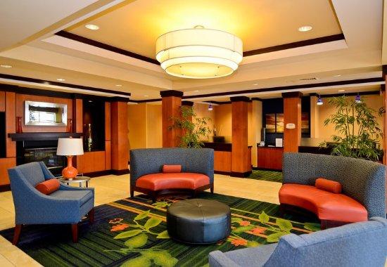 Fairfield Inn & Suites New Bedford: Lobby
