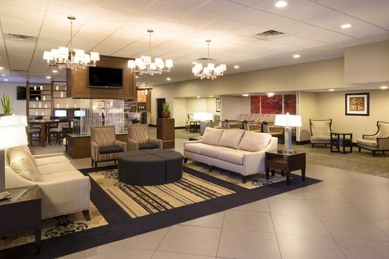 DoubleTree by Hilton Hotel Raleigh - Brownstone - University: Hotel Lobby