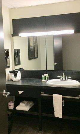 جراند تايمز هوتل شيربروك: Salle de bain