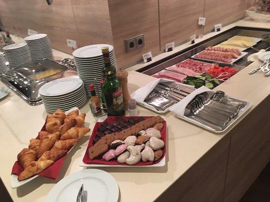 AMEDIA Hotel Dresden Elbpromenade: Завтрак