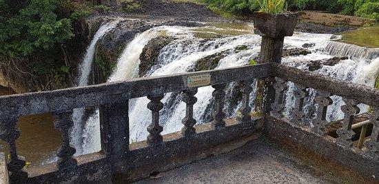 Mena Creek, ออสเตรเลีย: Waterfall