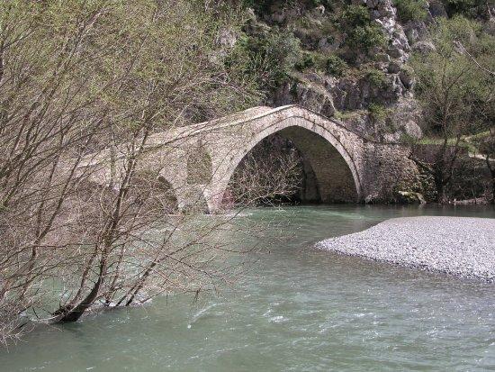 Portitsa Gorge: Γεφύρι Πορτίτσα, Σπήλαιο Γρεβενά