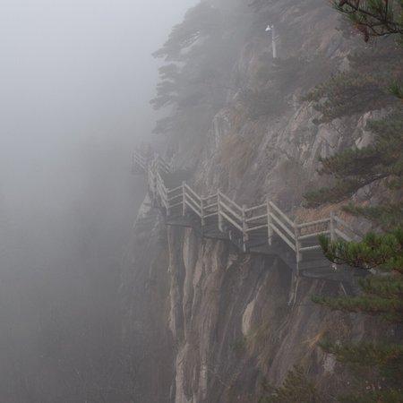 Mt. Huangshan (Yellow Mountain): photo0.jpg