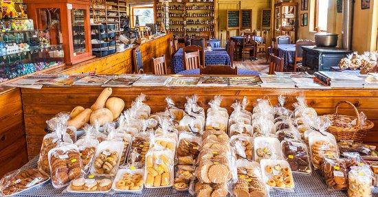 Caledon, جنوب أفريقيا: Freshly bakes treats.
