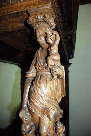 Beautifully carved wood bedpost fotografía de spoettrup