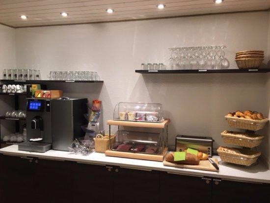 Grächen, Suisse : Frühstücksbuffet