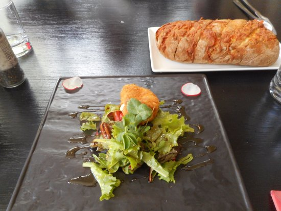 Robertson, Sudáfrica: Massive garlic bread & camembert