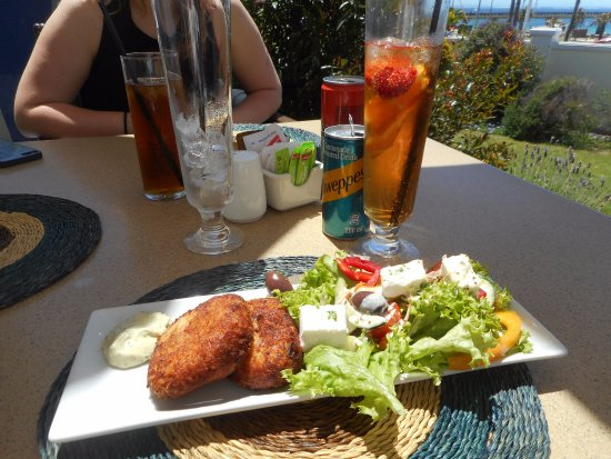 The Verandah Restaurant: Fish cakes & Pimms