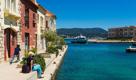 Bandol, France : Port Ile de Bendor