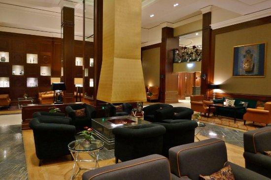 Kempinski Hotel Frankfurt Gravenbruch: Kamin In Der K Lounge