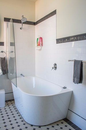 Fremantle Bed and Breakfast : Shared Bathroom first floor
