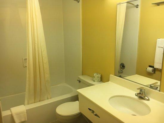 Millbury, OH: Guest Bathroom