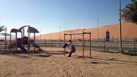 Liwa Oasis, De forente arabiske emirater: let kids play