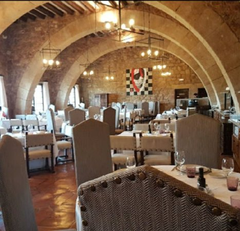 Beautiful castle, Good restaurant and excellent service!