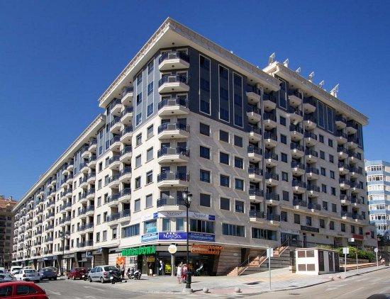 Tilava parveke 2 muovituolia 1 rautainen rautap yt painava picture of apartamentos - Apartamentos nuriasol fuengirola ...