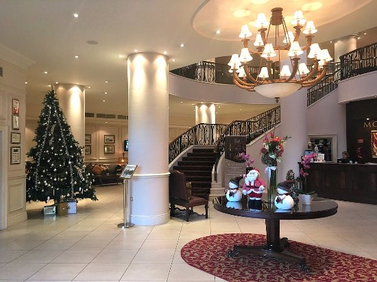 Tullow, Irlanda: Christmas Decorations in the Hotel Lobby