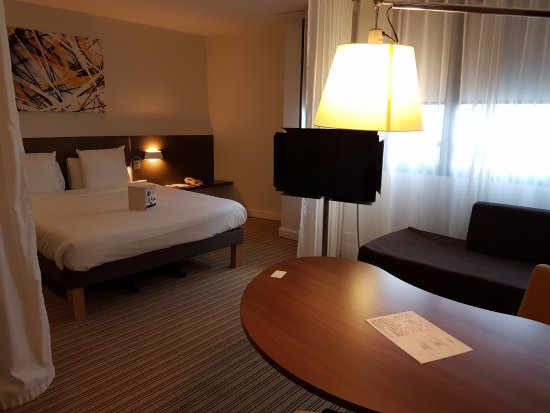 Rooms: Picture Of Novotel Suites