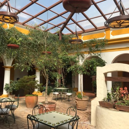 Hotel Casa Margarita: Beautiful little hotel. I loved sitting here in the mornings enjoying my coffee watching people