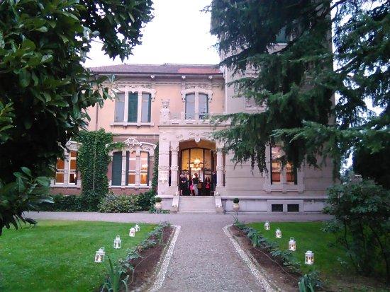 Parabiago, Itálie: Il viale d'accesso