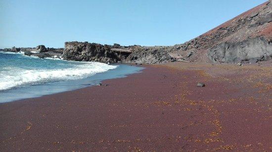 El Hierro, Spain: Rood strand