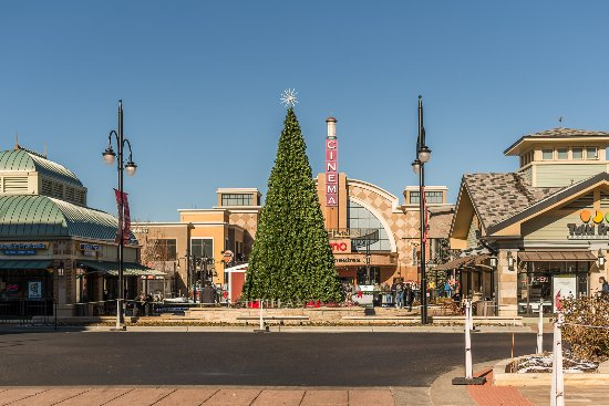 Christmas Tree at Southlands - Picture of Aurora, Colorado