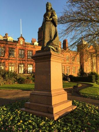Scarborough, UK: Queen Victoria Statue Scarborough