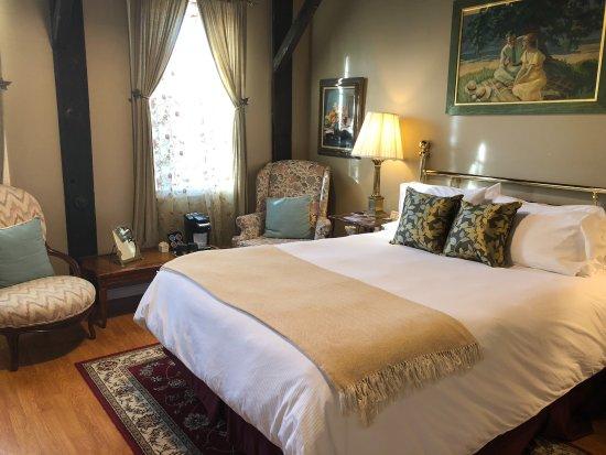 Hatfield, MA: Brass Bedroom