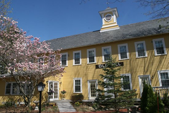 Hatfield, MA: Spring at the Old Mill Inn