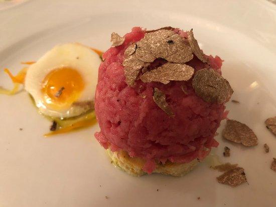 Masio, Italy: Carne cruda e uovo di quaglia