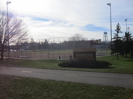 Robbinsdale, MN: Great basball diamond with stands