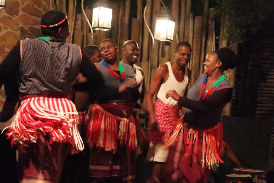 Singita Private Game Reserve, África do Sul: Lodge staff performing for us at dinner